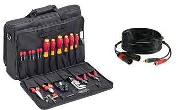 Werkzeugkoffer und XLR-Kabel.